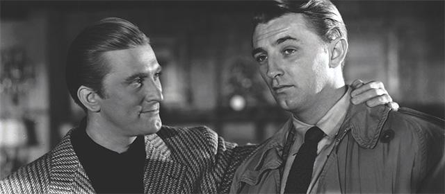 Kirk Douglas et Robert Mitchum dans La Griffe du passé (1947)