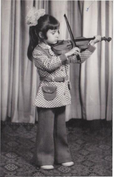 На 6 години