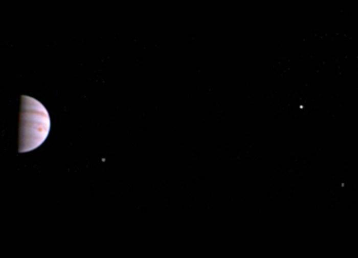 NASA's Juno Spacecraft Sends First In-orbit View