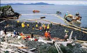 Beach cleanup after the Exxon-Valdez oil spill.