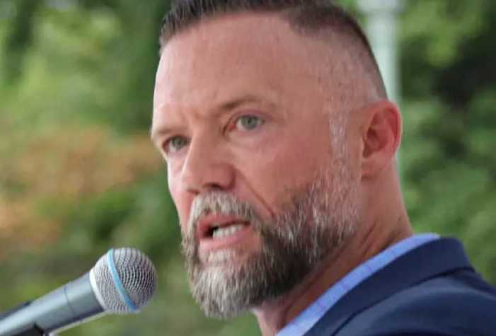 GOP Candidate Calls for '20 Strong Men' to Force Out Pro-Mask School Board Members