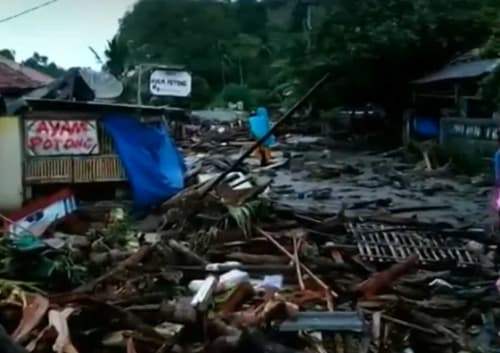 Heavy Rains Complicating Rescue, Relief Efforts on Indonesia's Tsunami-Hit Areas