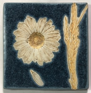 """4"""" Daisy with Grass Tile"""