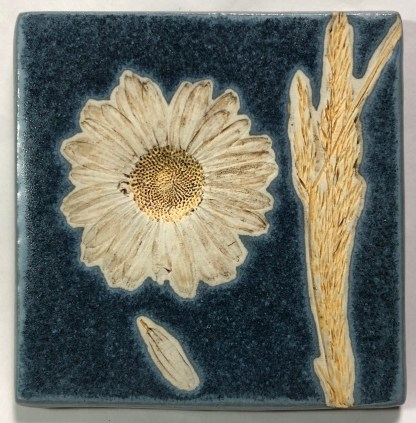 "4"" Daisy with Grass Tile"