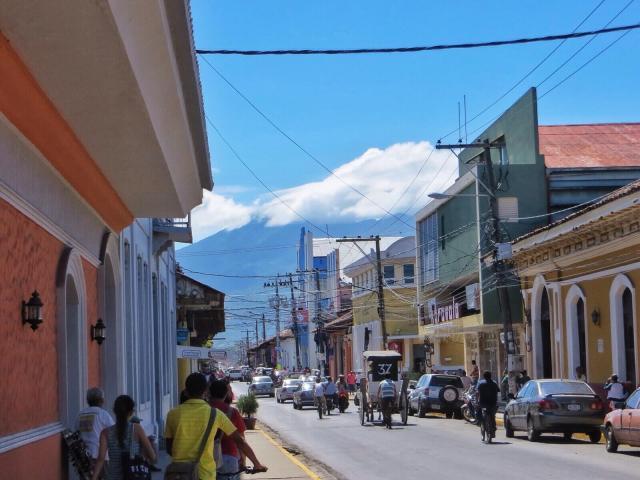 Mombacho-tulivuori kaupungin eteläpuolella