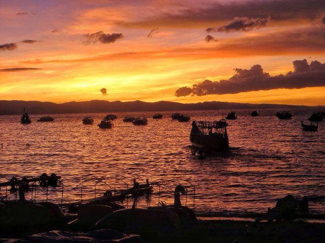 Auringonlasku Titicacalla.