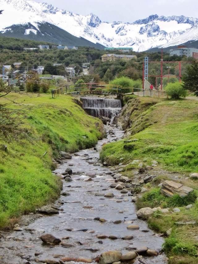 Ushuaian läpi virtaava puro.