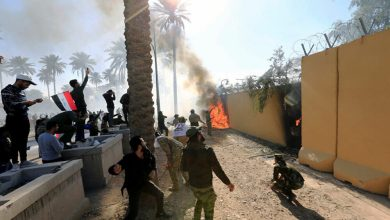 صورة سفارة الشر الأمريكية تقتل العراقيين
