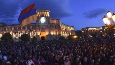 """صورة كيف أدّت """"ثورة المخمل"""" إلى هزيمة أرمينيا؟"""
