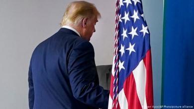 صورة ترامب يغادر تاركاً أرضاً مزروعة بالألغام