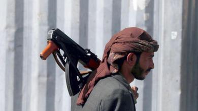 صورة شتان بين سلاحنا وسلاحهم