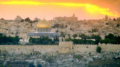 صورة القدس عربيةٌ  أيها الخونة