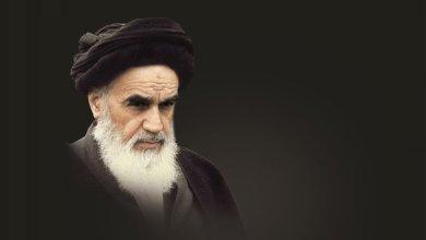 صورة الإمام الخميني قائداً ومجدداً