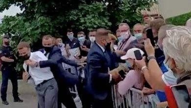 صورة التهمة التي وجهت إلى الشاب الذي صفع الرئيس الفرنسي