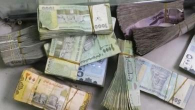 صورة صنعاء تضرب خطط التحالف الهادفة لتدمير العملة المحلية بهذه الإجراءات الجديدة