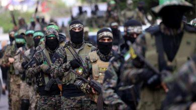 صورة حكومة الرأسين تستعرض  بقوتها وحماس تلوذ بالتهدئة
