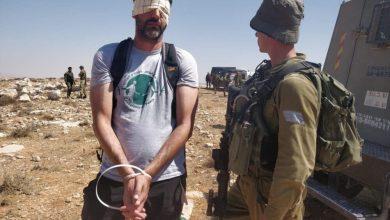 """صورة مُكبل اليدين ومعصوب العينين.. أحد المُخضرمين في """"وحدة الكوماندوز الإسرائيلية"""" يُحارب الاحتلال الآن"""