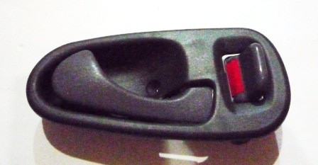 DOOR HANDLE INNER RIGHT HAND M/ L200