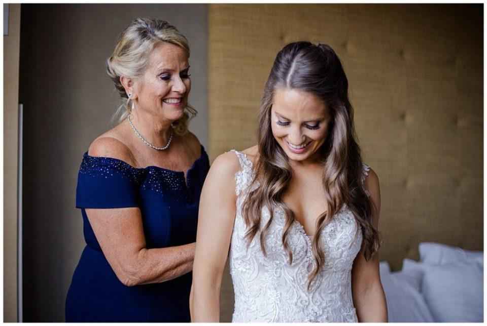 mom helping bride get dressed at renaissance hotel