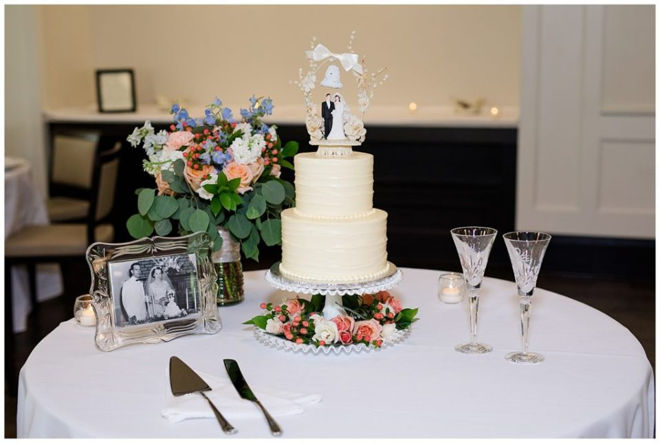 A picture of the beautiful wedding cake and table decorations at a Nationwide Hotel and Conference Center wedding by Columbus  wedding photographer, Alayna Parker Photography