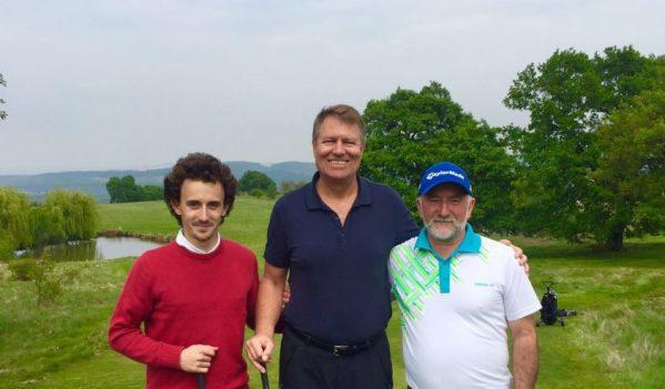 Presedintele Iohannis joaca golf cu colegul lui, Viorel Coman, la Pianu de Jos