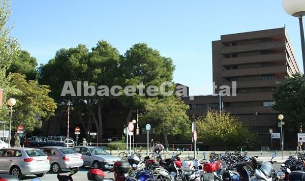 Sanidad asegura que renovará las instalaciones de aire acondicionado en el Hospital de Albacete