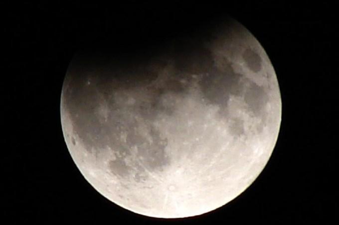 Podrás ver el eclipse lunar este lunes por la noche desde tu ordenador