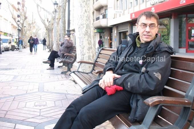 Juan Carlos Monedero rescata sus orígenes de Albacete y tiende lazos a los votantes de la izquierda