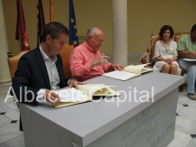 Santiago Cabañero firma convenio con Andrés Sánchez Ortega, de AECC