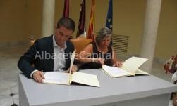 Santiago Cabañero firma convenio con Ángeles Cuesta, AFAEMPAL, Enfermedades Mentales de Almansa