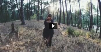 VÍDEO| Rozalén canta contra la violencia machista en la zona quemada por el incendio de Yeste