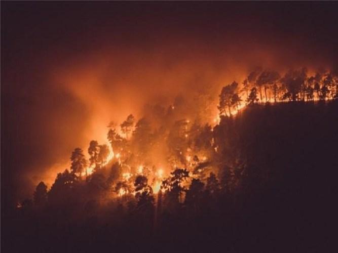 El fotógrafo albaceteño Mario Miranda gana el concurso de fotografía 'Albacete Siempre 2018' con imágenes de incendio de Yeste