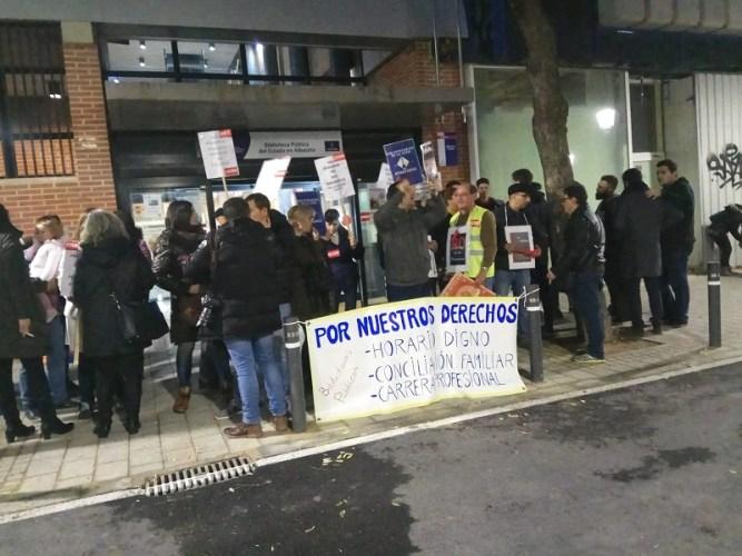 Nueva jornada de huelga en la biblioteca 'San José de Calasanz'