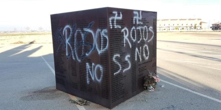 """Pintadas en el monumento a los represaliados por el franquismo en Villarrobledo: """"Es un acto fascista"""""""