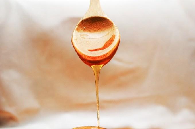 Las importaciones a bajo precio bloquean la venta de miel española que permanece en los almacenes