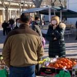 """Carmen Picazo pide en el mercado de Los Invasores de Albacete un """"Plan de Rescate"""" para los sectores más afectados por las medidas sanitarias"""