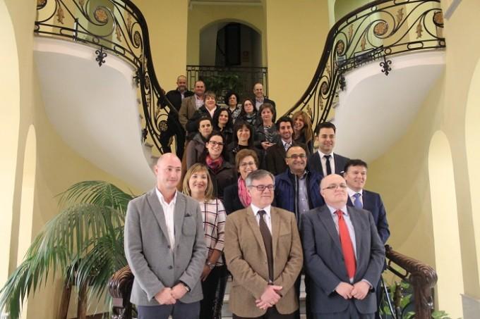 FOTO FAMILIA AYUNTAMIENTO- PROTOCOLO BARRIOS CALVARIO Y RIBERA
