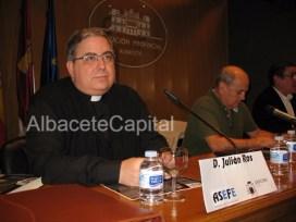 """Julián Ros, Diócesis Albacete: """"Corresponde a la Sociedad civil decidir sus fiestas pero el día de la Advocación de la Virgen es el que es"""""""
