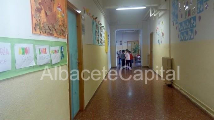 centro educativo con alumnos (1)