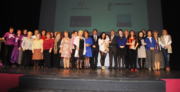 Foto familia. DÃ-a Internacional de la Mujer.8-3-16