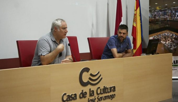 Ángel Monteagudo, formador del taller y Juan Manuel Gómez, formador del Aula de Imagen