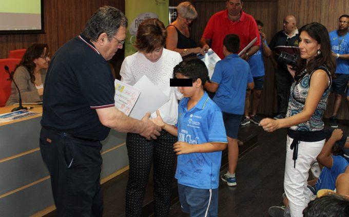 Foto. Mari Aěngeles Martiěnez asiste a la clausura del campus deportivo 'Experiencia Fuětbol Chef' 160716 (2)