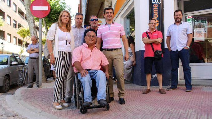 Foto.Visita Calle Arquitecto Fernández.Plan Albacete Accesible.26-8-16 (1)