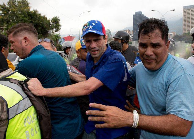 Resultado de imagen para Henrique Capriles violento