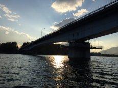 Lewat jembatan