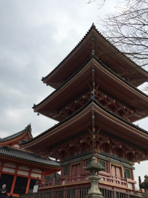 Pagoda di depan