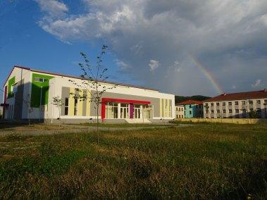 Le Palais des Sports avec, au fond à droite, l'école des 9 ans
