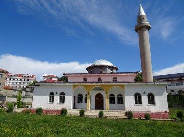 La mosquée de Puka vue de devant.