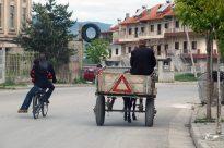 Alltägliche Verkehrssituation in Albanien