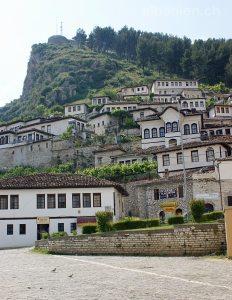 Berat, Albanien: Mangalem und Burghügel